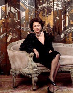 Irene Galitzine ideatrice del pigiama palazzo in posa per la rivista Vogue